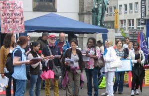 Courage bei der Straßenaktion am Antikriegstag 2013
